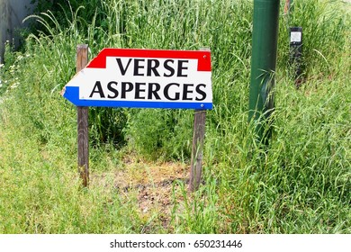 Direction road sign to a farm shop with Dutch words for fresh Asparagus, North Brabant, Netherlands. White Asparagus are also called the white gold.