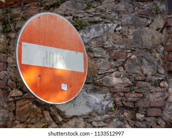Direction sign forbidden on old wall to face