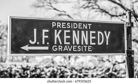 Direction sign J F Kennedy Gravesite - WASHINGTON / DISTRICT OF COLUMBIA - APRIL 8, 2017