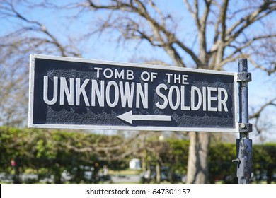 Direction sign - Tomb of the Unknown Soldier - WASHINGTON / DISTRICT OF COLUMBIA - APRIL 8, 2017