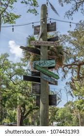 directional sign in Bluffton SC