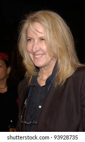 Director BETTY THOMAS at the world premiere of her new movie I Spy, at the Cinerama Dome in Hollywood. 23OCT2002.   Paul Smith / Featureflash