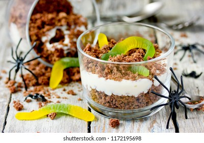 Dirt cups with gummy worms ,  Halloween dessert for kids