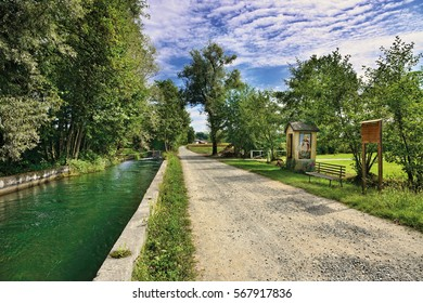 A dirt road in the Canavese campaign along the Caluso water canal between Castellamonte and Bairo
