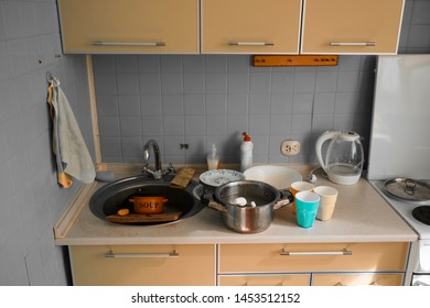 Dirty dishes in the kitchen