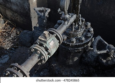 Dirty pipe structure of an oil well
