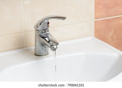 Dirty water faucet in the bathroom