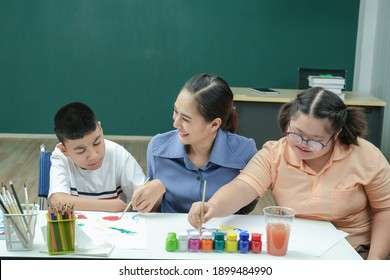 Disabled kids or autism childs who are down syndrome, painting on the paper