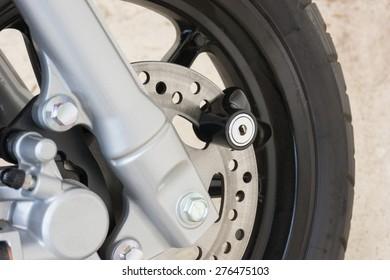 disc lock key on motorcycle disc brake