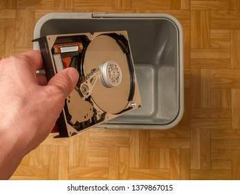 discarding a computer hard drive, the concept of obsolescence of computer components, the evolution of computer technology