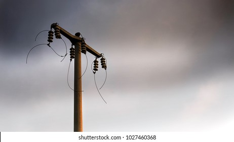 Disconnected electrical wires on tne pole