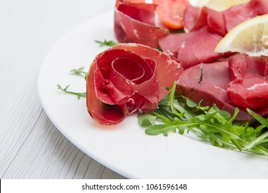 dish of bresaola and aragula