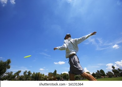 disk golf player showing throwing form.