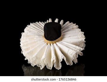 Display of an Elizabethan lace ruff collar