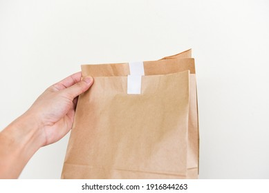 Disposable eco friendly packaging with craft paper shopping bag food in hand to home, Service food order online delivery food box take away boxes
