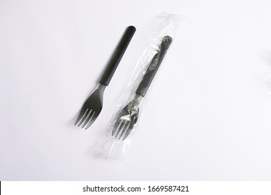 A disposable fork spoon. Quick and comfortable to use at parties. Recycle tableware. Plastic processing problems