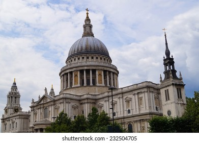 Distant shot of Saint Paul's Cathedral found in London