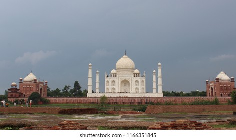A distant view of the Taj Mahal from the Mehtab Bagh