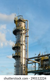Distillation Column and its process equipments : Oil and gas refinery plant