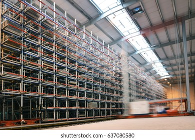 Distribution warehouse on high iron racks for the storage of consumer goods