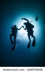 Divers silhouettes in Koh Lipe - Thailand