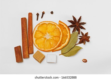 Diverse mulled wine / punch / tea condiments / spices and sugar cubes