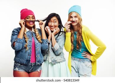 girls-group-topics-nake-ass-shake