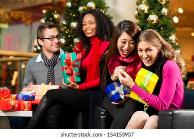 Black People Christmas Pictures.Black People Christmas Images Stock Photos Vectors