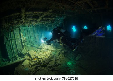 DIVING IN WRECK MARIANNA