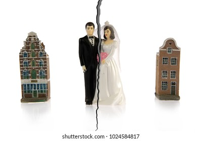 Divorce of a couple who are going to live in different hoouses