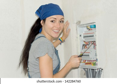 DIY woman solved which fuse has blown on electical fuse board.