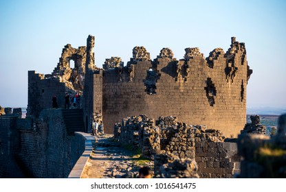 Diyarbakir's city walls were built by Constantius II and extended by Valentinian I between 367 and 375.Walls are 5 kilometers long, 10-12 meters high and 3-5 meters wide,Diyarbakir,Turkey,January 2018
