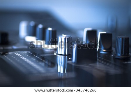 Dj Console Cd Mp 4 Deejay Mixing Stock Photo Edit Now 345748268