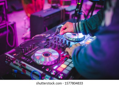 DJ mix tracks at nightclubs at parties, best DJ play, famous CD players at nightclubs during the EDM party, party ideas