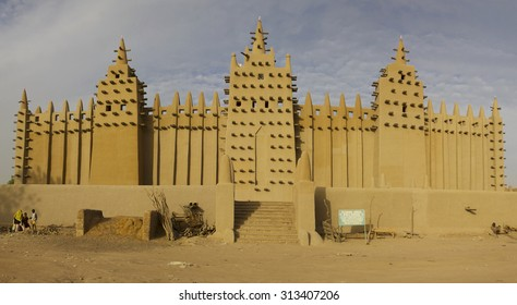 DJENNE, MALI, JANUARY 2: The Great Mosque of Djenna is a large adobe building that is considered to be one of the greatest achievements of the Sudano-Sahelian architectural style. Mali 2011