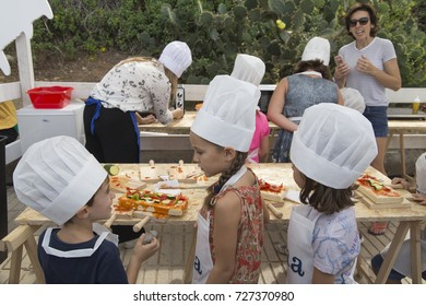 Dna Festival Denia is a gastronomic festival of international dimension  with Michelin star awarded chefs, On 30th September and 1st October, 2017. Children cooking.