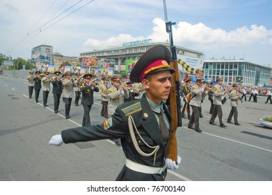 DNEPROPETROVSK, UKRAINE - MAY 9: Military parade to celebrate World War II Victory Day on May, 9, 2010 in DNEPROPETROVSK, UKRAINE