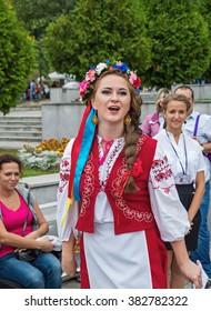 Dnepropetrovsk, Ukraine - September 14, 2013: Ukrainian folk artists show folk art