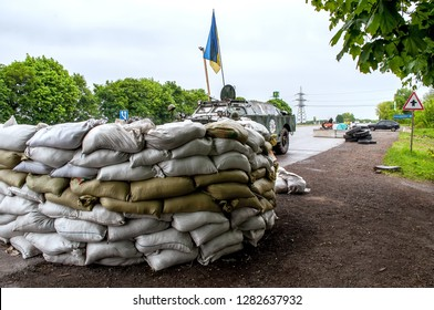 Dnipropetrovsk region, Dnipropetrovsk-Krivoy Rog highway, 2014, Krasnopolsky checkpoint of the Ukrainian military on the roads of Ukraine equipment and device, sandbags