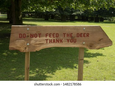 """Do Not Feed the Deer, Thank You"" Sign in Parkland in Rural Cheshire, England, UK"