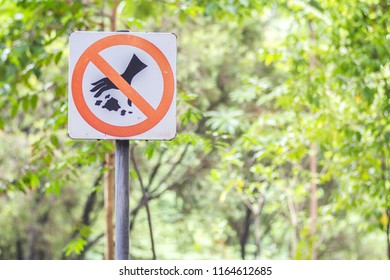 Do not litter signs in park