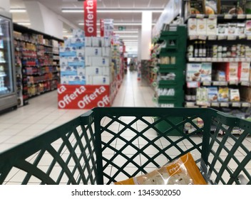 Do the SHOPPING with the trolley in a large department store