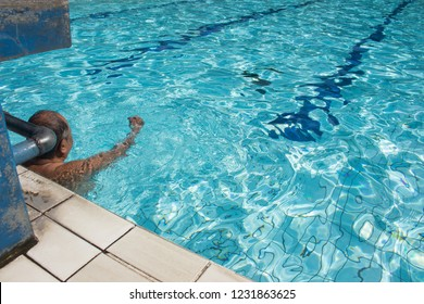Do warming up in the swimming pool