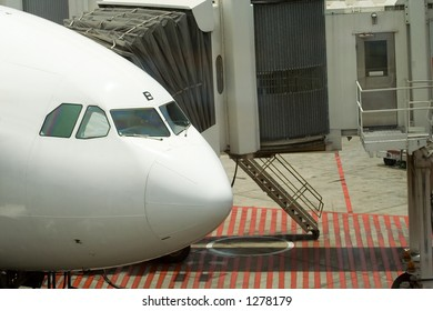 A docked plane in the airport
