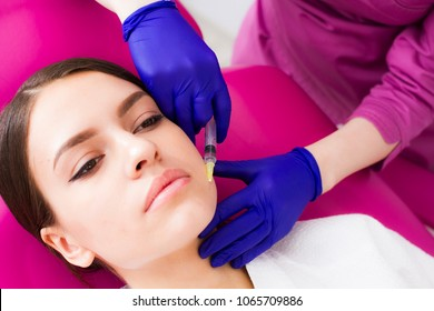 Doctor colitis injection in the patient's face