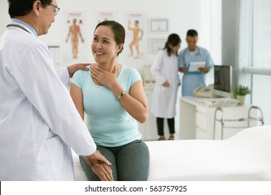 Doctor consulting patient before tonsil surgery