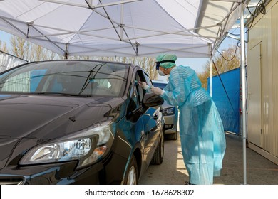 Doktor an einer Teststation Coronavirus, Deutschland Nürtingen