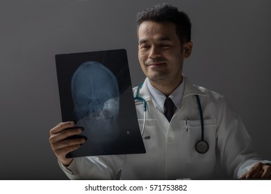 Doctor diagnose by x-ray film