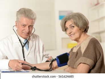 doctor examine patient