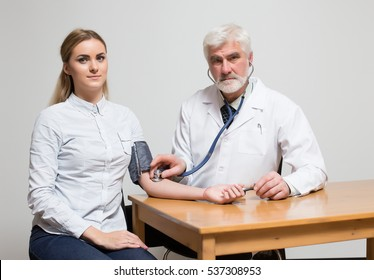 doctor and patient listen pulse